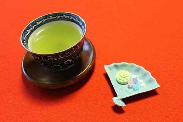投扇興体験の最後は、お茶でほっこり