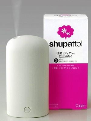 デザインを一新して新発売となる電子式消臭芳香剤の「自動でシュパッと消臭プラグ」(1365円)。このデザイン、もはやインテリア!?