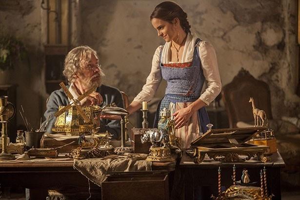 エマ・ワトソン演じるベルの優しさが伝わってくるワンシーン
