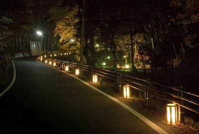 貴船神社周辺の旅館街も灯篭でライトアップ
