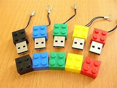 一部市販のブロックと組み合わせて遊ぶこともできちゃう!?「ブロック型USBメモリー」(1980円)