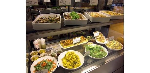 お惣菜も充実の「shiba-cafe」