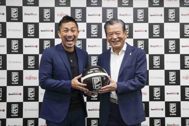 川淵さんと前園さん、笑顔での2ショット