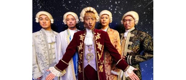 """""""モーツァルト""""にコスプレしたメンバー"""