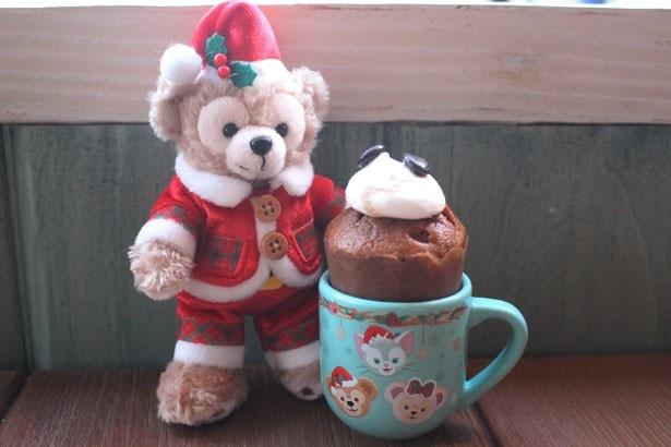 スーベニアアイテムに、ミニサイズのデミタスカップが仲間入り!「コーヒーカップケーキ、スーベニアデミタスカップ付き」(580円) ※ぬいぐるみバッジは別売り