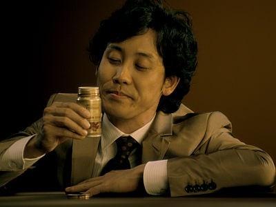 飲んで思わず「アォー」とため息をつく大泉さん