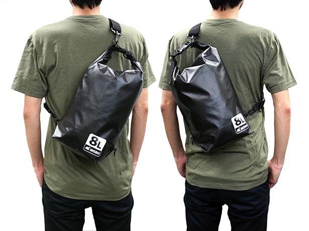 右掛け、左掛け両対応のショルダーストラップ付き。「Water Sports Dry Bag」8Lサイズ:2280円(税込)