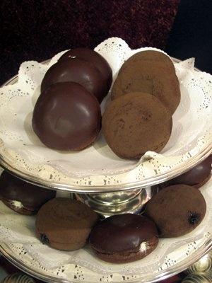 まるで高級スイーツ!? チョコ好きにはたまらない「リッチドーナツ ショコラ」(136円)は、10/1(木)発売