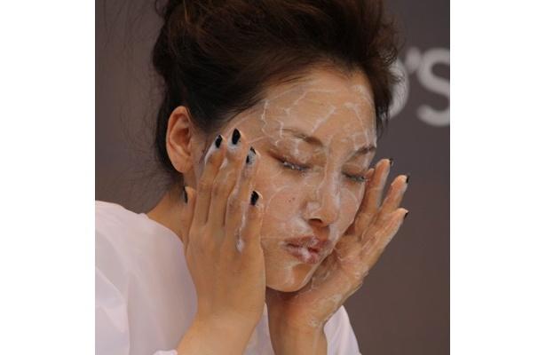 次は洗顔。洗顔も泡で顔を洗う感じでやさしく!