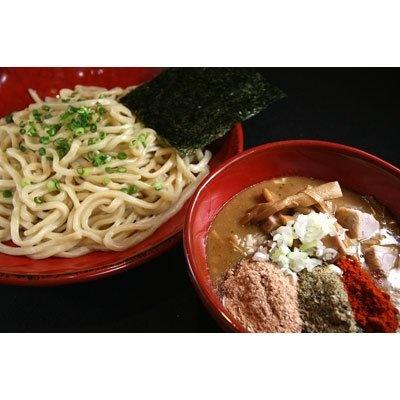 【紅龍】「限定にごりつけ麺」(¥980)。トンコツ、鶏ガラを煮込んだとろみのあるスープは、鰹粉や煮干し粉などで次第に魚介系にシフトする