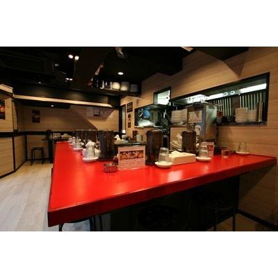 【紅龍】開放感あふれる店内は赤を基調としたスタイリッシュな雰囲気
