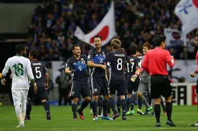 【写真を見る】大観衆が見守る前で首位撃破を果たした日本代表