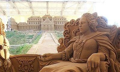 「マリア・テレジアと音楽家」よりマリア・テレジア 遠くに見えるのはベルヴェデーレ宮殿