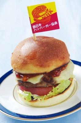 関西ウォーカー編集部の自称「西日本ハンバーガー協会会長」薮製作・究極のプチバーガー¥300