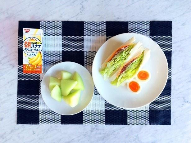 洋食による最強の朝食「レタスハムチーズサンドウィッチ」、「茹で卵」、「カットメロン」