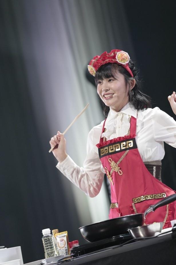 SKE48のソロコンサート1日目昼公演で、野口由芽が得意のチャーハン作りを披露
