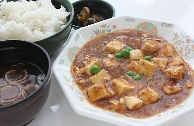 カルピス入り麻婆豆腐はこれだけついて400円なんてうらやましい!