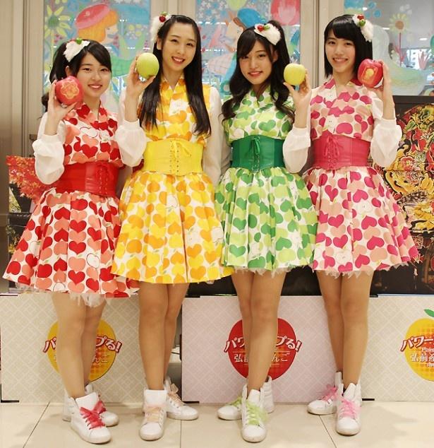 りんご娘が「パワーアップる!弘前産りんごのPRキャラバン」として、東京・世田谷区のサミットストア成城店でPRイベントを行った