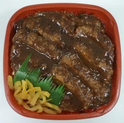 はんにゃとブラックマヨネースが担当した中部地区は「味噌カツ丼」(430円)