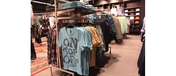 絶妙なカラーがいっぱい!メンズのTシャツは何枚あっても便利
