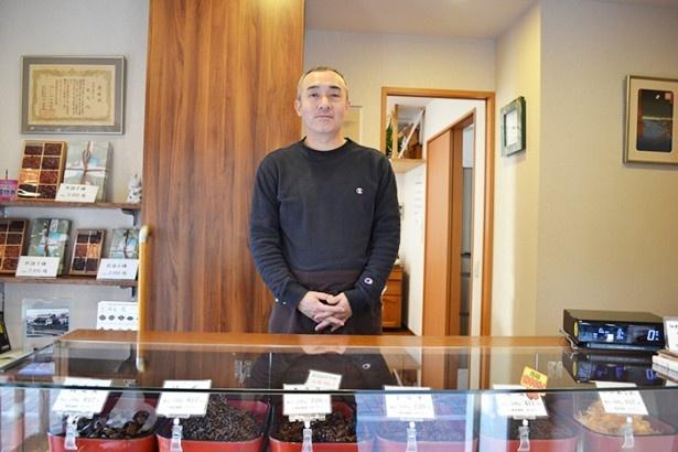 生まれも育ちも佃島という店主の小林さんは「いまでは薄れてしまった、人とのつながりが感じられるのがこの町の魅力」と話してくれた(「つくだに 丸久」)