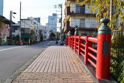 昭和のころのような趣のある景色が今なお残る「佃小橋」