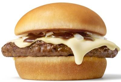 「とびきりハンバーグサンド」シリーズ第3弾は、「とびきりハンバーグサンド」の「チーズ」(390円)と、「きのこと根菜ソテー&チーズ」(420円)の2メニュー。写真は「チーズ」