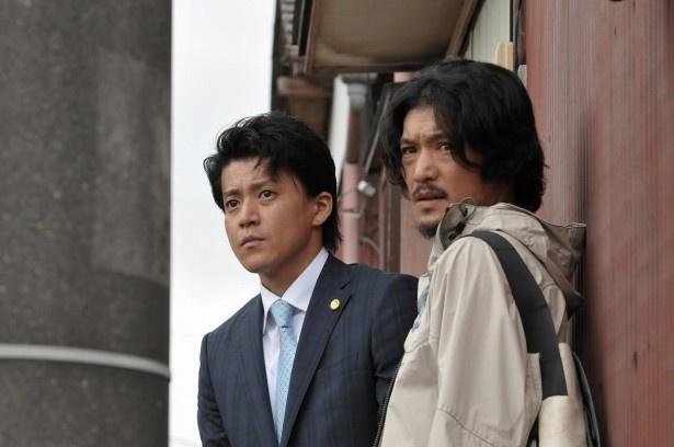 「代償」の主人公・奥山圭輔(小栗旬・左)の幼なじみ・寿人役の淵上泰史(右)にインタビューを行った