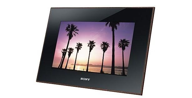 ソニー「S-Frame」のフラッグシップモデルDPF-X1000は、新開発のトゥルーブラックディスプレイを採用。最大表示画素数は4800万画素。10.0型(3万9800円)