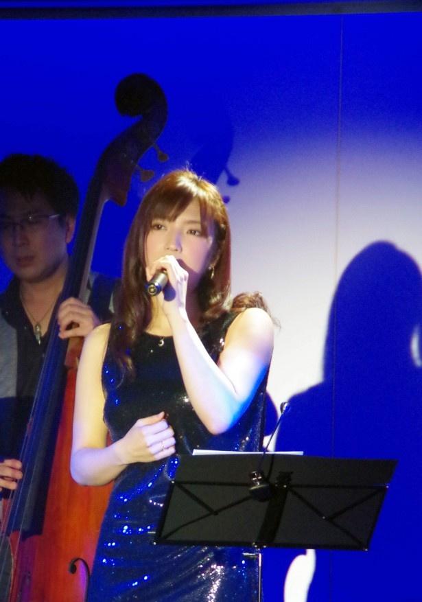 前回もゲスト出演した神咲は本格派のピアノ弾き語りと透き通った美声が魅力
