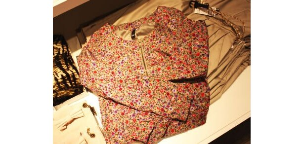 花柄のショートジャケットは、驚愕の低価格!(4990円)