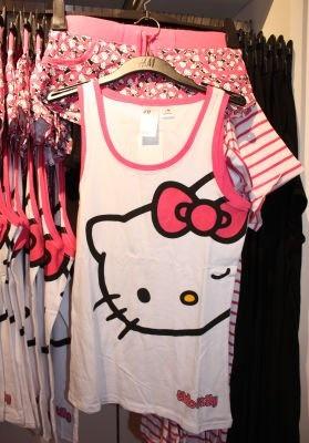 キティちゃんのセットアップは部屋で着るのがもったいないかわいさ(1990円)