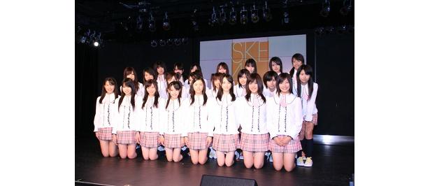 記者会見にてSKE48の集合写真