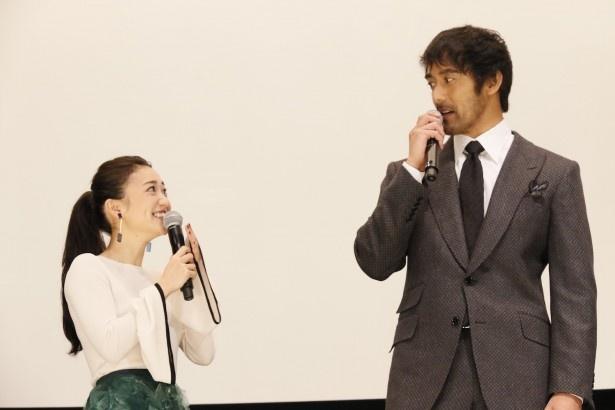映画「疾風ロンド」の初日舞台あいさつに阿部寛らが出席した