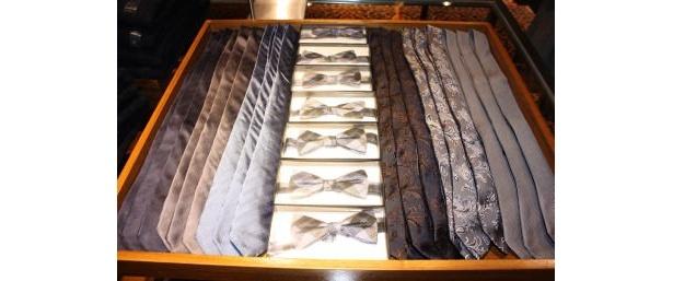 蝶ネクタイは、遊び心で取り入れても(3490円)