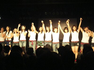 公演を終えたメンバーのカーテンコール