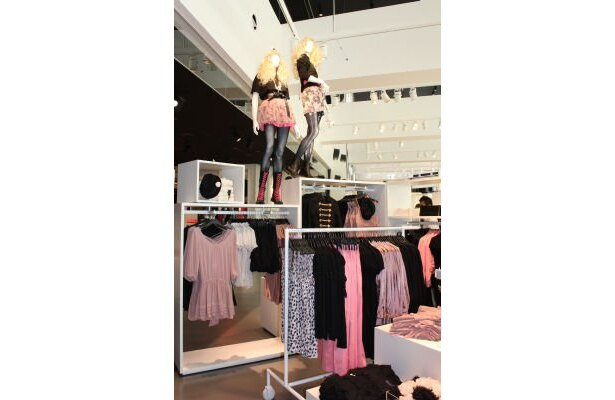 トレンド感が絶妙!H&M渋谷店は国内最大級のフロアが魅力