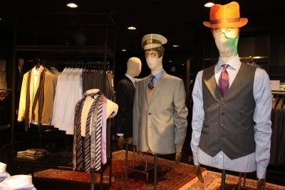 スーツは、セットアップは2万4990円などでそろう
