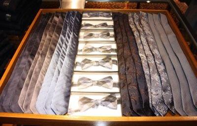 蝶ネクタイは、遊び心で取り入れても(3490円/メンズ)