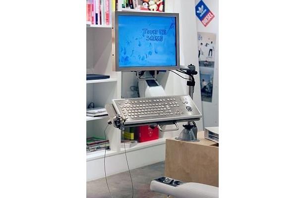 アディダスの「mi Originals」は、アディダス オリジナルショップ 渋谷にて専用オーダースクリーンを操作してオーダーする