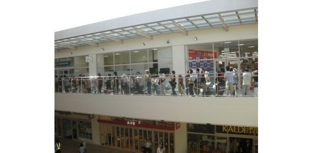 石丸電気はオープン時、240人が行列した