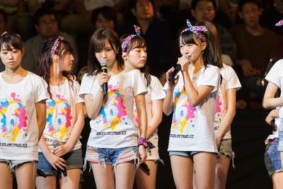正規メンバー昇格!喜びを語る山本彩加(写真一番右)
