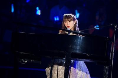 ピアノの弾き語りを披露した渋谷凪咲