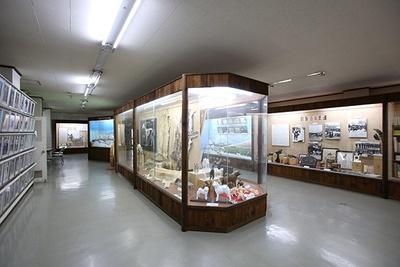秋田犬会館内の資料室には、貴重な写真や映像など、秋田犬に関するさまざまな資料を展示