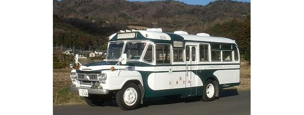 展示されるボンネットバス