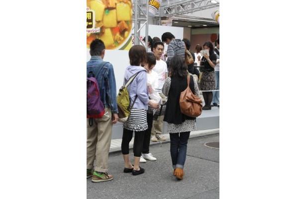 パルコ渋谷店前では、若い女性も多く見かけた