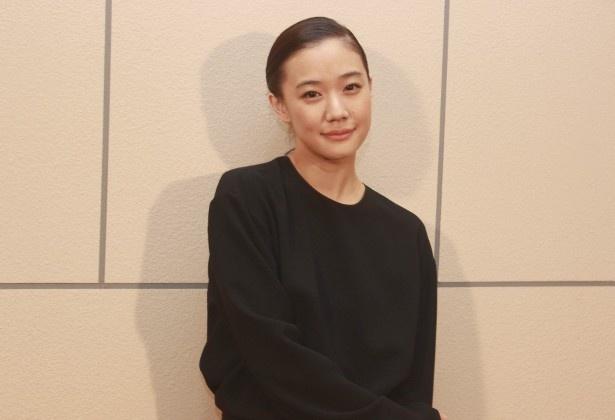 27歳の安曇春子役の蒼井優