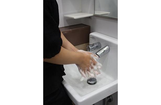 手洗いしすぎて、手が荒れてしまう人が増加中!