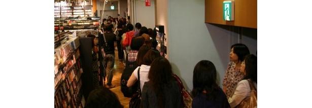 SHIBUYA TUTAYAの2Fフロアに長い行列が!