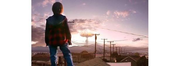遠くで爆発が。危機はこれから始まる